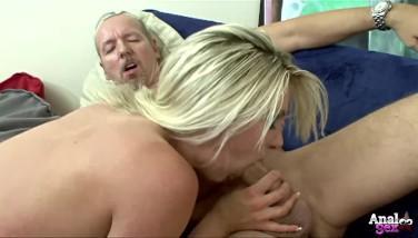 Sex anal brutal cu o blonda incinsa pe care durerea o face fericita