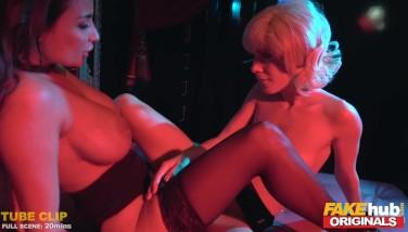 Lesbiene super excitate nu mai rezista si isi freaca pizdele una de alta