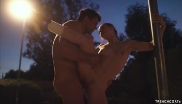 Sex cu vecinu pe terenul de baschet