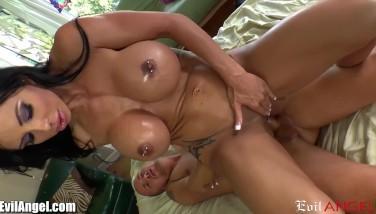 Matura bruneta cu tate mari sex vaginal si anal