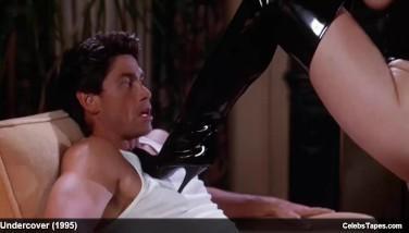 Un film xxx vintage cu femei bune rau care fac sex costumate